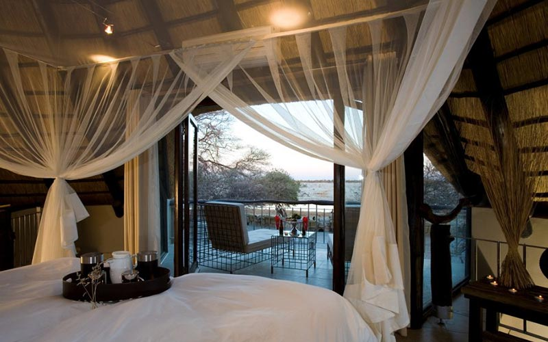 chalet-lodge-waterhole-okakuejo-etosha-namibia