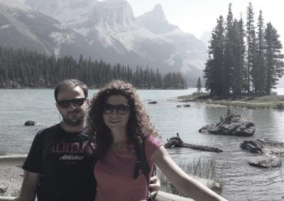 next-destinium-somos-viajeros_0004_pareja-lago