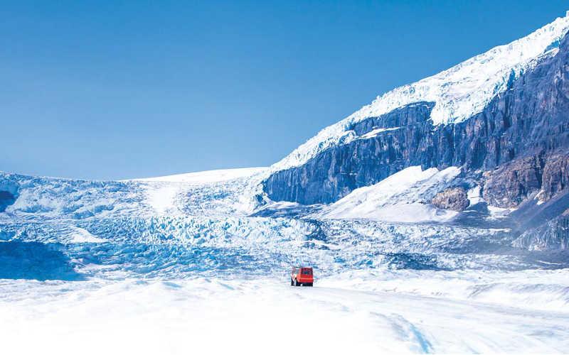 recorrer glaciares en camioneta especial en canada