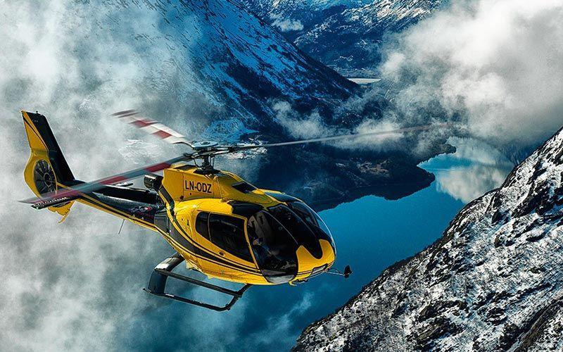 sobrevolar-fiordos-en-helicoptero-noruega
