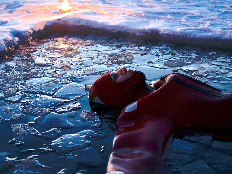 flotar-en-hielo-laponia