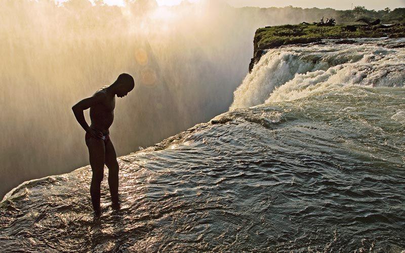 nadar-cataratas-victoria-zambia