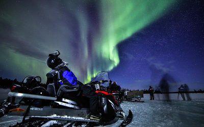 ver-auroras-motos-de-nieve-safari-laponia