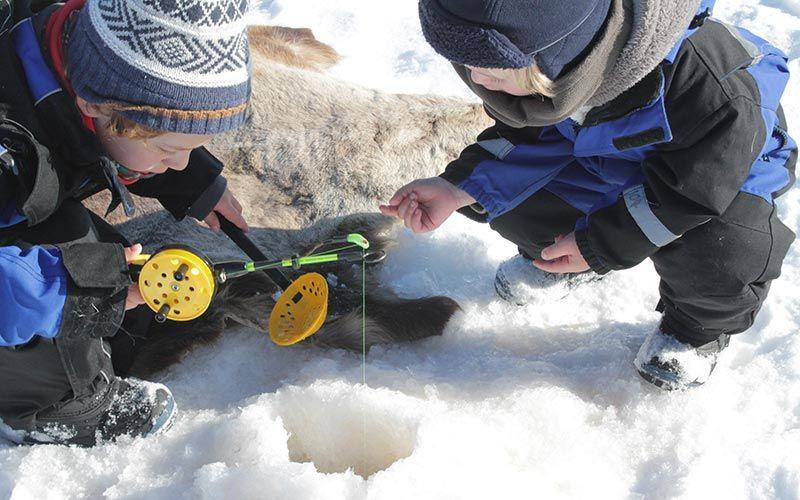 pesca-en-hielo-viaje-laponia