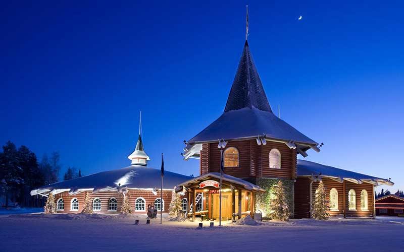 cabanas-superior-christmas-house-pueblo-de-santa-de-noche