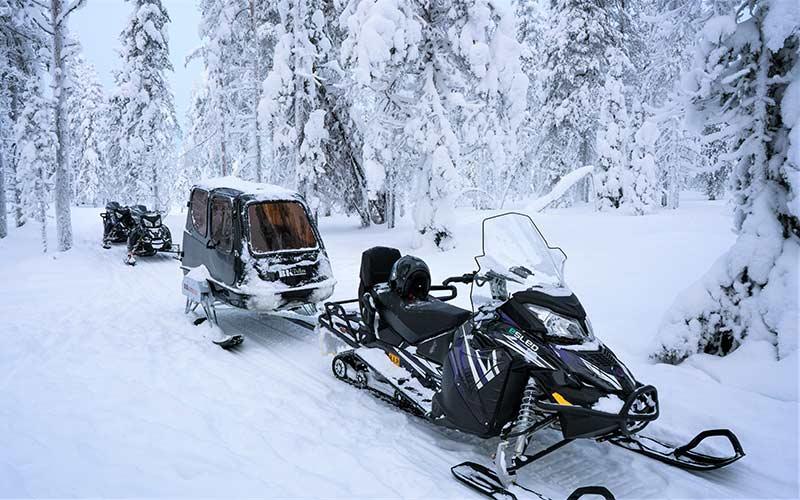 motos-de-nieve-trineo-cubierto