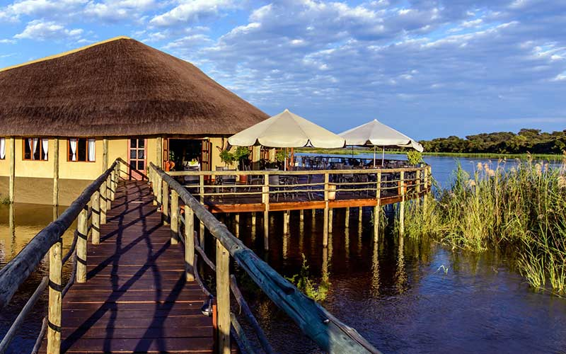 lodge-rio-franja-caprivi-agua-namibia