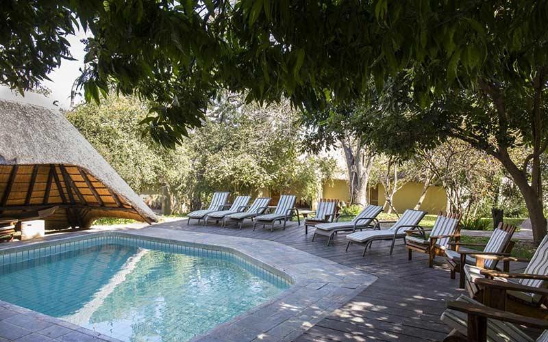piscina-lodge-de-lujo-caprivi-namibia-viajes
