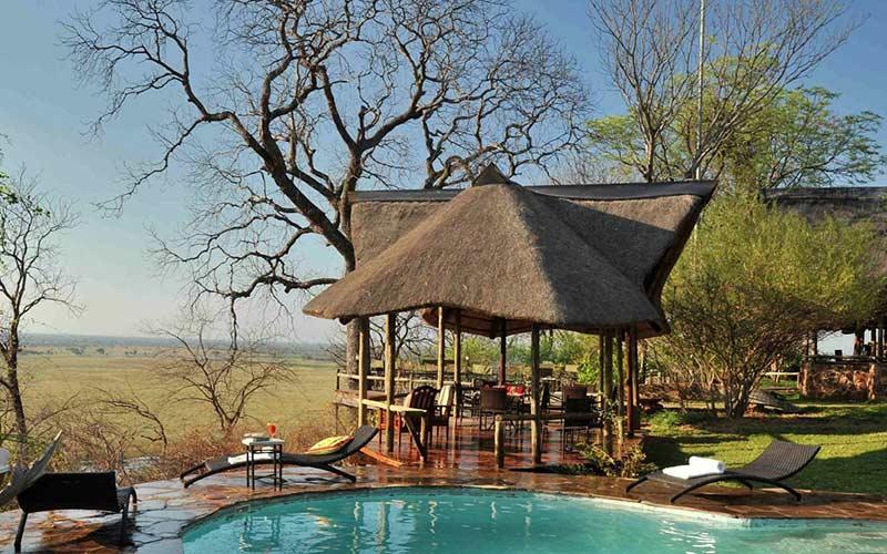 vistas-lodge-deluxe-pool-piscina-viaje-namibia