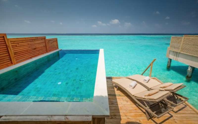 piscina-privada-cascada-mar-mejores-resorts-maldivas