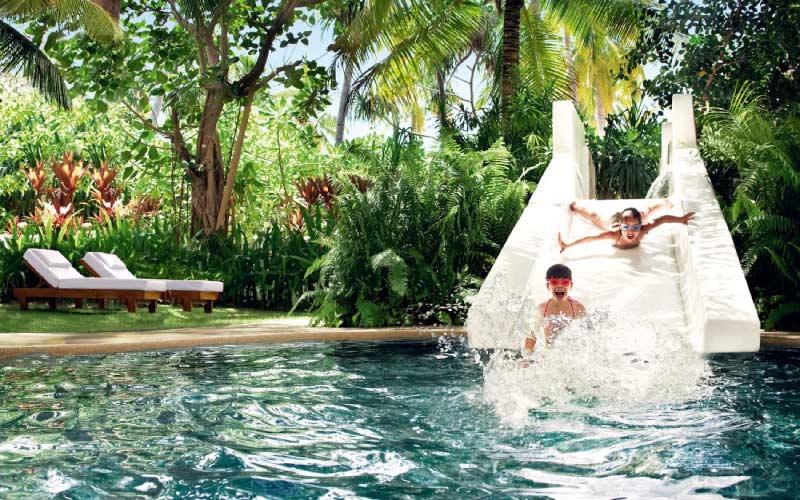 maldivas-ninos-piscina-kids-club
