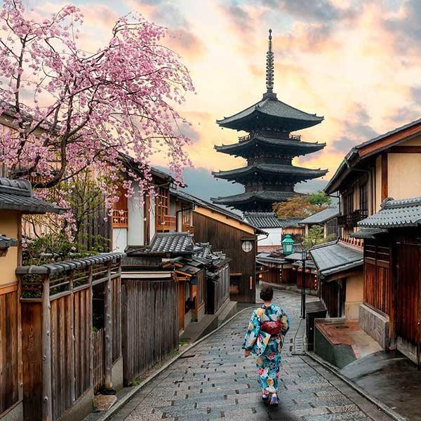Custom holidays for honeymooners to Japan and Maldives