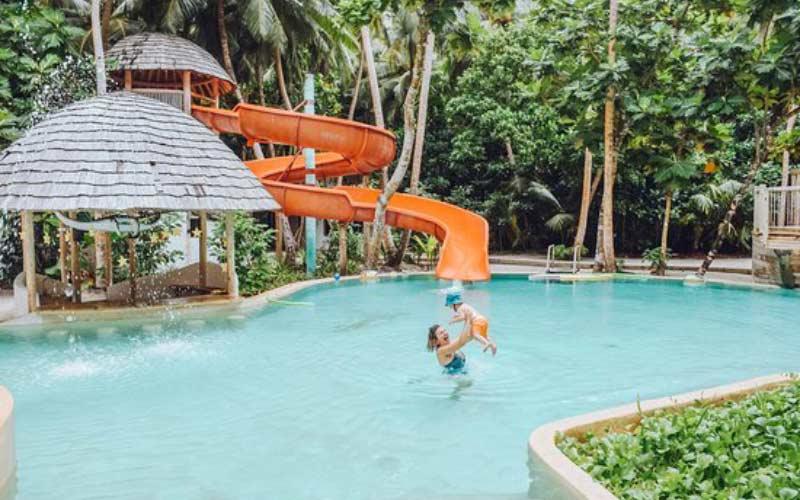 resorts-maldivas-con-bebes-toboganes-hijos-pequenos
