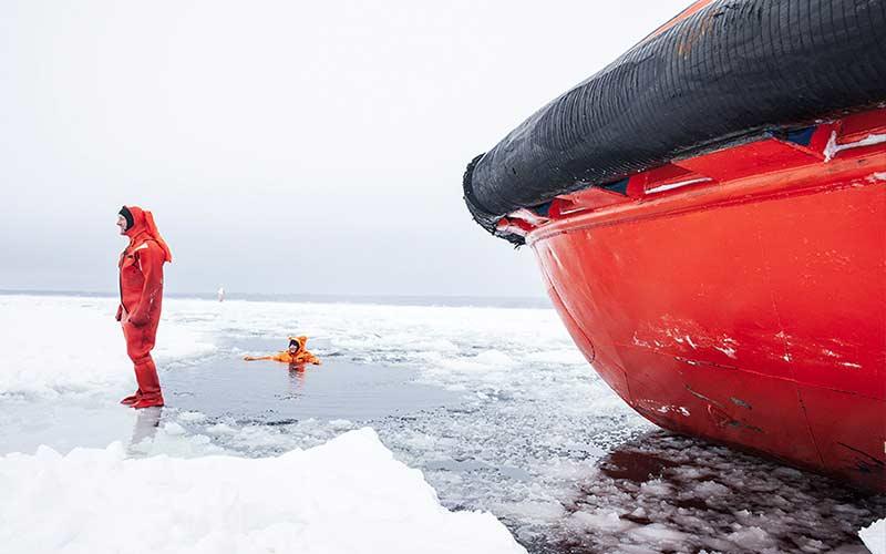 barco-rompehielos-suecia-actividades-articas-laponia