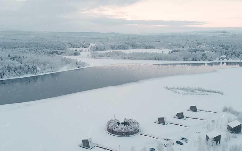 hoteles-de-lujo-laponia-sueca-hotel-flotante-agua