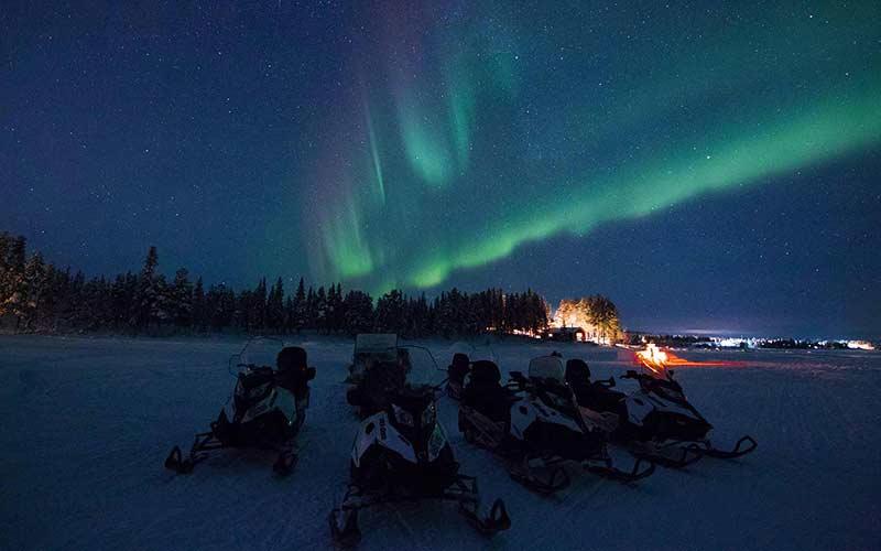 tour-motos-de-nieve-ver-auroras-boreales-kiruna-suecia